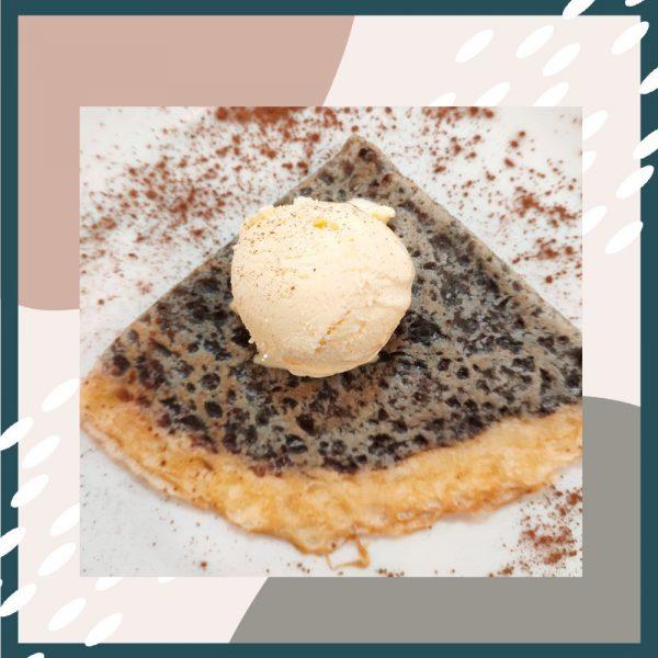 Crep de chocolate negro con helado de vainilla